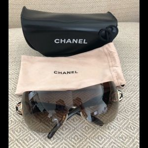 CHANEL women's sunglasses brown in great condition